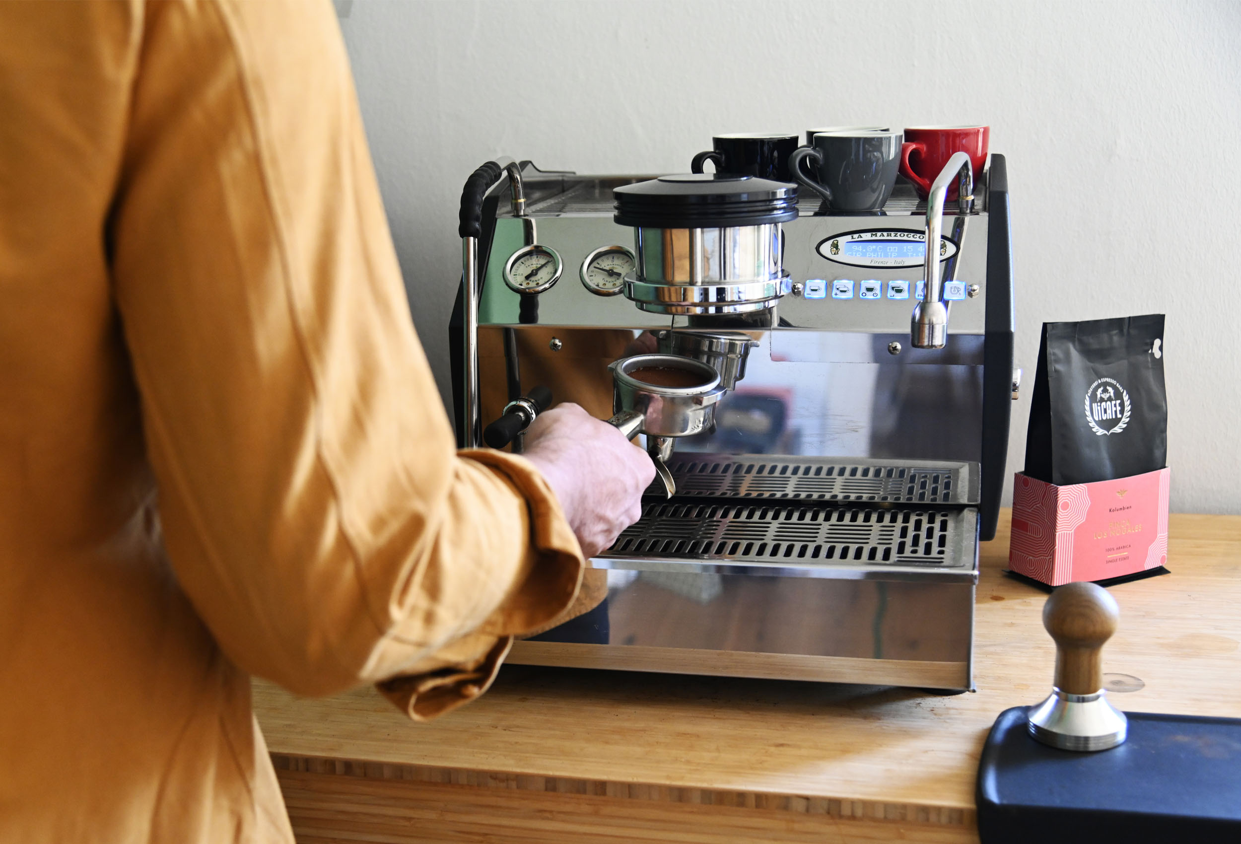 la marzocco gs3 coffee machine with vicafe coffee pouch