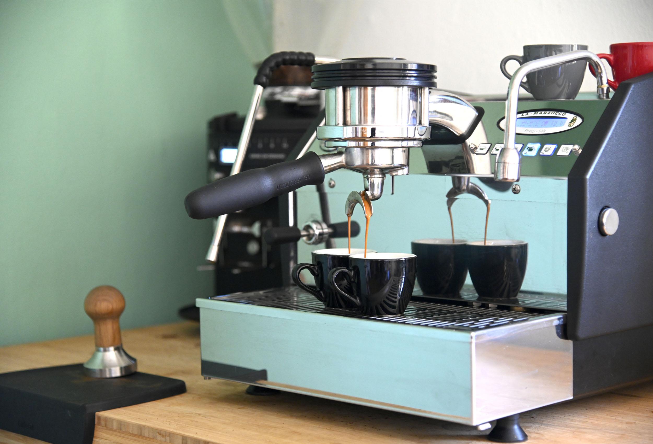 la marzocco gs3 coffee machine extracting espresso