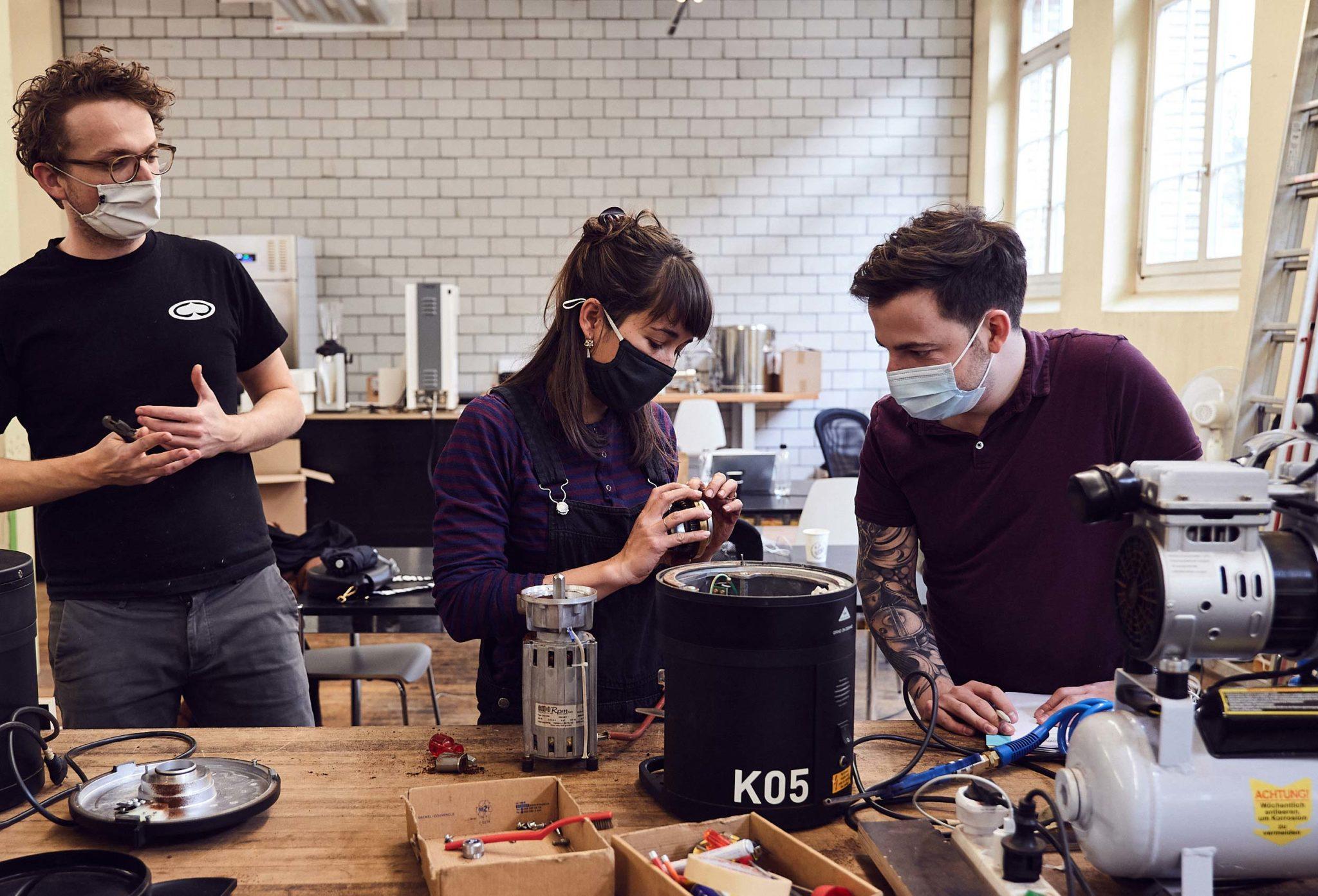Heidi Portrait: Reparatur Kaffeemühle
